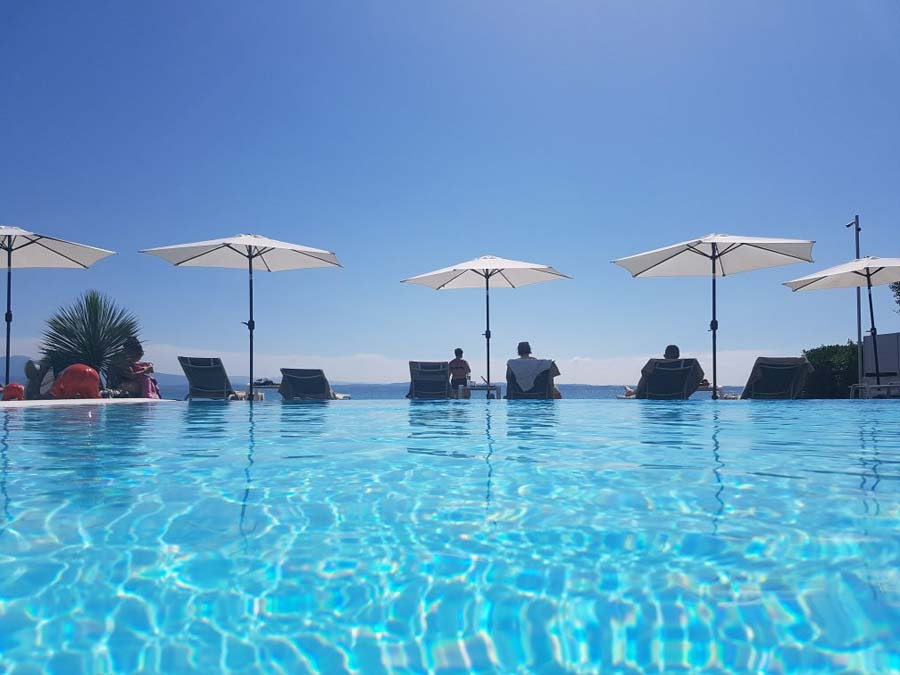hotel con piscina sirmione